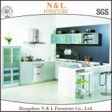新しく贅沢な木製の食器棚