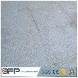 Lastricatori grigio-chiaro di pietra naturali del patio del granito della Cina