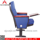 Las sillas del auditorio utilizaron las sillas Yj1001r de la iglesia