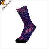 Chaussettes colorées de polyester de lumière unisexe de mode (162045SK)