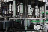 Imbottigliatrice automatica piena dell'acqua minerale