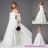 O tafetá de seda transforma em um vestido de casamento luxuoso sonhador do vestido de esfera