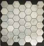 カラーラの白い大理石の六角形かBakestweaveまたはヘリンボンモザイク浴室の台所築壁およびフロアーリング