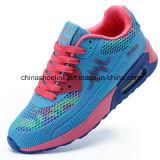 Les femmes exécutant des sports populaires Sneakers chaussures occasionnel