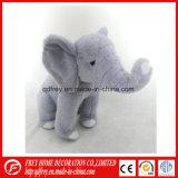 Belle un jouet en peluche de l'éléphant pour la saison de graduation