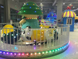 遊園地のためのパンダの楽園の電車の子供の乗車