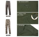 Grüner im Freiensport, der wasserdichte windundurchlässige haltbare Mann-taktische Hosen jagt