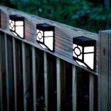 LEDの屋外の太陽ライトか壁に取り付けられた太陽公園ライト