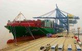 Nave di nave di contenitore dalla fabbrica edificio di Shipe