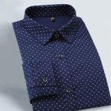 I nuovi uomini di modo di autunno dimagriscono la camicia casuale della camicia lunga del manicotto degli uomini adatti