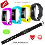 Bracelet intelligent avec le moniteur de fréquence cardiaque et de pression sanguine