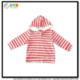 縞の印刷の赤ん坊はGotsの子供のジャケットに着せる