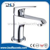 Однорычажный кром покрыл установленный стеной Faucet смесителя ливня ванны