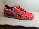 Frauen-und Mann-im Freienfußball-Schuhe und Fußball-Schuhe