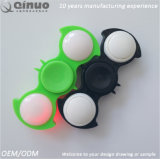O diodo emissor de luz ilumina acima o girador que da mão da inquietação o esforço reduz o brinquedo