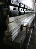 CNC는 브레이크 유압 구부리는 기계장치를 누른다