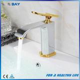 Mélangeur neuf de robinet d'eau de bassin de salle de bains de modèle