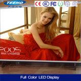 El panel publicitario grande a todo color de interior de la alameda de compras LED