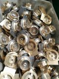 Mecanizado de piezas de latón forjado girando