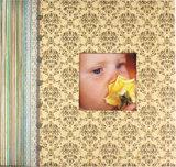 Álbum de álbum de recortes feito à mão com bebê bonito com quadro