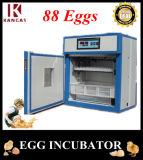 Petit incubateur automatique d'oeuf de caille pour des oeufs à couver