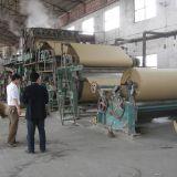 Papel de Kraft acanalado haciendo cadena de producción arte el molino de papel