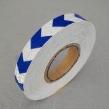 Sagittaria autoadesiva bianca e blu di colore 2.5cm che contrassegna il nastro riflettente di sicurezza