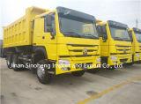 HOWO A7 6X4 25t 튼튼한 후방 덤프 트럭 팁 주는 사람