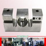 Aluminium, das mit dem CNC Drehen maschinell bearbeitet