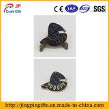 Настраиваемые высокое качество Red Hat эмаль металлический штырь бэйдж из Китая