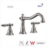 La filigrana sanitaria antica d'ottone del rubinetto del bacino degli accessori della stanza da bagno degli articoli ha certificato