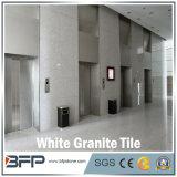 白いカラーの内部のフロアーリングのための磨かれた中国の石造りの花こう岩の床タイルか壁または上