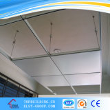 Tuile de plafond de gypse avec le film gravé en relief de PVC