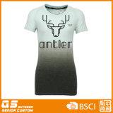 여자의 긴 형식 t-셔츠