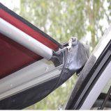 Tenda fuori strada di campeggio esterna del lato posteriore dell'automobile 4X4 di avventura