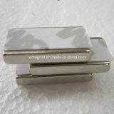 3mの接着剤が付いている長方形の磁石