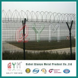 Cerca del acoplamiento de la seguridad aeroportuaria de la cerca del alambre de púas de la prisión del aeropuerto