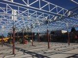熱いすくい亜鉛は着色された電流を通された鉄骨構造の倉庫かWorkshop624に塗った