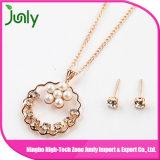 模造女性の方法金の真珠のイヤリングが付いている吊り下げ式のネックレスの方法宝石類