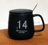 Taza de café de cerámica con tapa