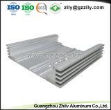 Aluminium extrudé personnalisés avec l'usinage CNC et le traitement de surface pour dissipateur thermique de l'audio de voiture