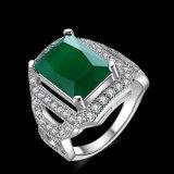 Het witgoud plateerde de Smaragdgroene Kunstmatige Juwelen van de Ring van de Diamant