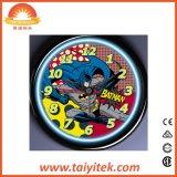 다채로운 미친 비행 배트맨 작풍에 의하여 점화되는 네온 벽시계
