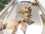 Diamond-Shaped에 있는 금관 악기 금 귀걸이 매력을%s 가진 인종 아름다운 집에서 만드는 형식 보석