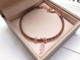Heißes Markt-Rosen-Gold überzogenes Blatt-Formhängendes Brown-ledernes umsponnenes Armband für Frauen