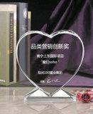 De hart Gestalte gegeven Toekenning van de Trofee van het Glas van het Kristal van de Desktop met Klok