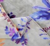 Doux superbes chauffent la couverture estampée d'ouatine de flanelle avec le bord de couplage