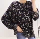 Maglietta lunga del manicotto di comodità floreale delle donne