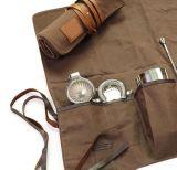 La coutume bien ouvrée a ciré la toile enroulent des sacs d'outillage de barman avec les garnitures en cuir