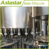 Completar una a la Z pura automático de la línea de envasado de agua mineral.